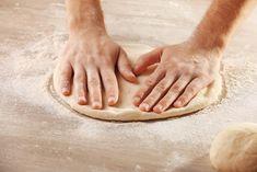 Vrei sa pregatesti o pizza de casa cu un blat pufos si crocant in acelasi timp? Cu reteta asta pregatesti nu unul ci patru blaturi pentru pizza, pe care le poti pastra pentru alte mese. Pizza, Cooking Recipes, Yummy Food, Chicken, Pie, Delicious Food, Chef Recipes, Recipies