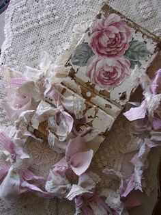 ShabBy PinK MauVe CabBage ROses * ArchiTecT SalVage* Wood CoaT HooK *  Rustic CounTRy CoTTage WaLL  DeCor