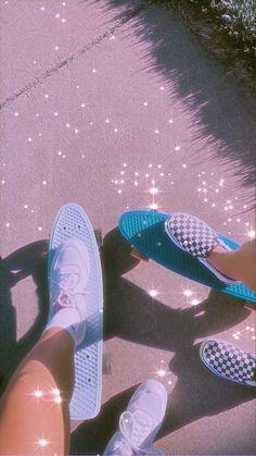 Penny Skateboard, Skateboard Design, Skateboard Girl, Aesthetic Indie, Aesthetic Images, Pink Aesthetic, Shotting Photo, Skate Girl, Cute Friend Pictures