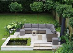 Surrey Garden: modern Garden by Elks-Smith Landscape and Garden Design Find the best garden designs & landscape ideas to match your style. Browse through colourful images of gardens for inspiration to create your perfect home. Garden Design London, Rock Garden Design, Contemporary Garden Design, Garden Design Plans, Modern Landscape Design, Small Garden Design, Modern Landscaping, Backyard Landscaping, Modern Design