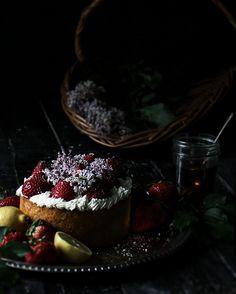 Lilac Italienisch Rührkuchen & Hausgemachte Lilac Sirup