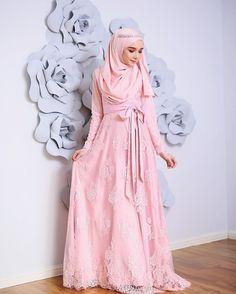 """Waaa ramainya nak kita buat contestokay2, kami berbesar hari nak hadiahkan 3 pasang The dresses kepada 3 pemenang yang bertuah. Seperti biasa, caranya mudah sangat: 1. Like picture ini 2. Turn on notification dearies 3. Comment """"The Dresses"""" & 4. Tag 2 orang kawan dearies. Comment terakhir akan dipilih sebagai pemenang. Mudahkan, Good Luck dearies! #minimalace Islamic Fashion, Muslim Fashion, Hijab Fashion, Muslimah Wedding Dress, Wedding Hijab, Kebaya Muslim, Muslim Dress, Kebaya Pink, Beautiful Gowns"""