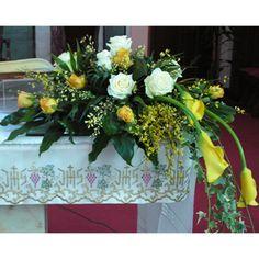 Risultati immagini per addobbi floreali per altari