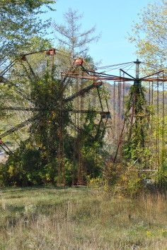 """Lake Shawnee Amusement Park: """"Abandoned and extremely haunted"""" – """"This abandoned amusement park is pretty overgrown these days. It shut down in 1966 and has been derelict ever since. Lake Shawnee was the site of both a Native American burial ground and the massacre of the Clay family."""""""