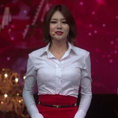 "15 Beğenme, 1 Yorum - Instagram'da はらちゃん (@harachan_yn): ""ユナちゃん♥♥ #AOA #Yuna #유나 #ユナ #aoa유나 #aoayuna #MinA #민아 #Jimin #지민 #Chanmi #찬미 #Seolhyun #설현 #Hyejeong…"" Satin Blouses, Shirt Blouses, White Shirt Outfits, Beautiful Girl Photo, Collar Blouse, Asian Beauty, Asian Girl, Feminine, Schoolgirl"