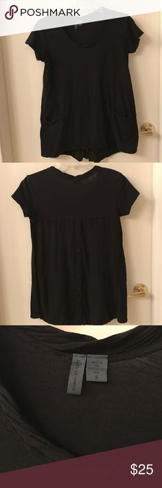 Anthropologie left of center top Great tunic length top with pockets and cute button detail in the back. Excellent condition. Anthropologie Tops Tunics