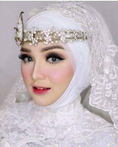 inspired photo by Hijabi Wedding, Muslimah Wedding Dress, Muslim Wedding Dresses, Muslim Brides, Pakistani Bridal Dresses, Wedding Bride, Wedding Gowns, Muslim Women, Simple Wedding Makeup
