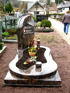 Referenzen unserer Grabanlagen, Einzelgräber, Doppelgräber, Urnengräber, Umgestaltungen und Diverses.