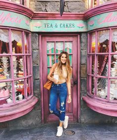 Valentines day with butterbeer at Madam's Padifoots, why not? Cute Disney Pictures, Disney World Pictures, Cute Pictures, Disney Universal Studios, Universal Orlando, Parque Universal, Insta Photo Ideas, Insta Ideas, Disney College Program