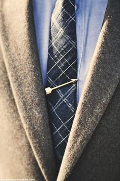 Merrin & Gussy: The Arrow Tie Bar. For the man in a Pi Phi's life. Der Gentleman, Gentleman Style, Sharp Dressed Man, Well Dressed Men, Mode Masculine, Foto Fashion, Fashion Men, Style Fashion, Autumn Fashion