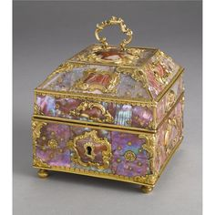 A German gold-mounted agate and mother-of-pearl scent casket, probably Berlin, circa 1760.