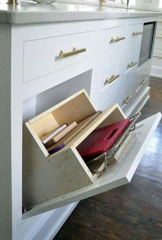 Lewis Dolan, Lews Hardware Bar Pull Collection, Bar Knob in Brushed Brass, Ben Moore White Dove.