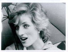 Vintage 1985 Beautful Candid Closeup Of Princess Diana Under Umbrella Photo
