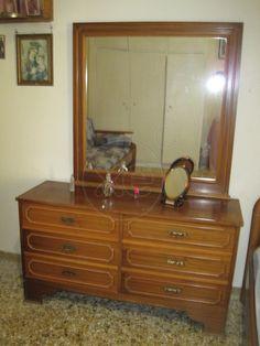 ΤΟΥΑΛΕΤΑ με τον καθρέπτη της σε τιμή ευκαιρίας, τιμή 30€, συζητήσιμη, 10:00-21:00 Vanity, Mirror, Furniture, Home Decor, Dressing Tables, Powder Room, Decoration Home, Room Decor, Vanity Set