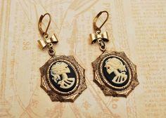 Boucles d'oreilles classiques, boucles d'oreille dead lady bronze ( octogonal) est une création orginale de thebatinthehat sur DaWanda