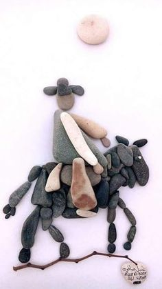 50+ of the Best Creative DIY Ideas For Pebble Art Crafts #PebbleArt #RockArt #PebbleArtIdeas #ArtDiy
