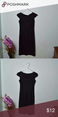 Beautiful United Colors of Benetton Size small. In excellent condition. United Colors Of Benetton Dresses Midi