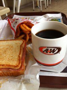 本日の朝ごはんはエンダー(A&W) で、おはようございます。