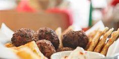 Αυτά είναι τα μέρη για να δοκιμάσετε τα καλύτερα κεφτεδάκια της Αθήνας: Από την Κυψέλη στου Ψυρρή κι από τους Αμπελόκηπους στην Πλάκα! Γιαμ γιαμ! My Athens, Almond, Eat, Breakfast, Food, Gastronomia, Morning Coffee, Essen, Almond Joy