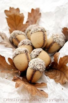 Acorn Cookies (Сладки Желъдчета) saving for the pic. Post is in Russian. Bulgarian Desserts, Bulgarian Recipes, Fall Recipes, Sweet Recipes, Holiday Recipes, Christmas Desserts, Christmas Baking, Acorn Cookies, Cookie Recipes