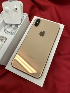 iPhone XS Gold 256 GB on Mercari - The Best iPhone, Samsung, ios and android Wallpapers & Backgrounds Best Iphone, Free Iphone, Iphone 11, Apple Iphone, Iphone Cases, Apple Mobile Phones, Photographie Portrait Inspiration, Unlock Iphone, Accessoires Iphone