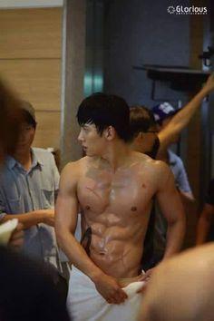 "Ji Chang Wook - those abs! O.O  (behind the scenes, Kdrama ""The K2"")"