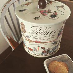 いつか食べたいと思っていたポワラーヌのサブレ かわいい缶入りを知ってポチっと購入emoji パリから無事届きました〜 甘すぎず少しかための素朴な味emoji何枚でも食べられちゃう! 900g入りだけど、すぐなくなりそう。 #ポワラーヌ#サブレ#パリ#poilane