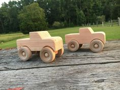 Homemade wooden toy truck Source by hernanige The post Homemade wooden toy truck appeared first on Bean Woodworking. Woodworking Toys, Woodworking Projects, Wooden Diy, Handmade Wooden, Cardboard Car, Wooden Toy Trucks, Making Wooden Toys, Christmas Crafts For Toddlers, Wood Burning Art