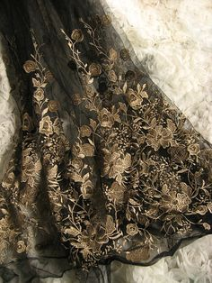 schwarzer Spitze Stoff mit gold gestickten von WeddingbySophie