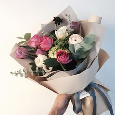 Find images and videos about couple, flowers and bouquet on We Heart It - the app to get lost in what you love. How To Wrap Flowers, Bunch Of Flowers, Fresh Flowers, Dried Flowers, Beautiful Flowers, Bouquet Wrap, Hand Bouquet, Peony Flower, My Flower