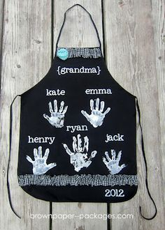 @Kricia Ames Ames Palmer  - m needs a new apron (she left hers in florida), think we could do this for christmas?? Handprint Apron Keepsake for Grandparents - 12 handprint ideas