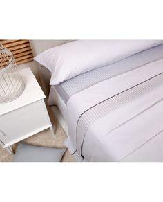 Juego de sábanas con moderno estampado a un precio muy barato.Tejido muy agradable al tacto, muy fácil de planchar, ya que apenas se arruga. Hechas en España