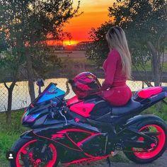 a vida rosa - Motorcycle girls - Motos Pink Motorcycle, Motorcycle Logo, Motorbike Girl, Suzuki Motorcycle, Honda Crx, Motos Honda, Honda Civic, Honda Shadow, Honda Element
