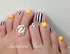 If you're looking to do seasonal nail art, spring is a great time to do so. The springtime is all about color, which means bright colors and pastels are becoming popular again for nail art. These types of colors allow you to create gorgeous nail art. Toe Designs, Pedicure Designs, New Nail Designs, Beautiful Nail Designs, Cute Toe Nails, Toe Nail Art, Yellow Nails, White Nails, Feet Nail Design