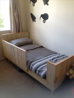 toddlers bed out of pallets and fence wood.