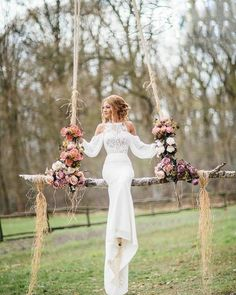 Fantastic wedding photo idea / http://www.deerpearlflowers.com/wedding-reception-decor-swing-ideas/2/
