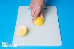 Verfärbungen auf Schneidebrettern aus Plastik lassen sich mit einer Zitrone ganz leicht entfernen. Foto: Torsten Kollmer