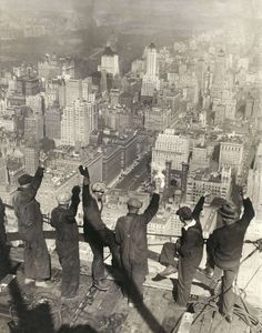 The Chrysler Building under construction, New York, 1929 27 Vintage Pictures, Old Pictures, Old Photos, Photo New York, Vintage New York, Chrysler Building, Foto Art, Interesting History, Vintage Photographs