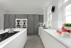 This stunning and luxurious customer kitchen combines ALNOSTAR CERA Concretto tall units with an ALNOSTAR SUND white textured lacquer island. Designed by Graham Robinson at Alno Kitchen, Handleless Kitchen, German Kitchen, Kitchen Showroom, Luxury Kitchens, Modern Kitchens, White Texture, Cuisines Design, Modern Interior Design