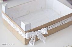 DIY: Cómo reutilizar un cajón de fresas - Federica Castelli - Decoupage Table, Fruit Box, Ideas Para Fiestas, Diy Art, Diy Wedding, Diy Home Decor, Diy And Crafts, Projects To Try, Crafty