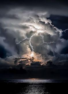 Lightning storm over the Flat Lands Lightning Photography, Nature Photography, Photography Tips, Portrait Photography, Wedding Photography, Travel Photography, Beautiful Sky, Beautiful Landscapes, Wallpeper Tumblr