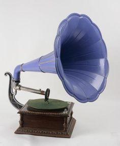 Pathé phonographe modèle B pour disques.  Adjugé : 520 euros