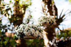 Um casamento romântico e alegre, em tons de lilás e muitas ideias originais. Prepare-se para se apaixonar!
