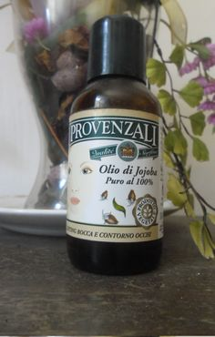 Olio Jojoba I Provenzalii si adatta praticamente a tutti i tipi di pelle ma, in particolare, è perfetto per quelle a tendenza mista grassa. I suoi componenti svolgono spiccata azione purificante e sebonormalizzante