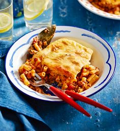 Pastitsio: Layers of gooey cheese, tender pasta and a lamb mince sauce are why this Greek classic is loved the world over. Mince Recipes, Pasta Recipes, Cooking Recipes, Savoury Recipes, Greek Recipes, Italian Recipes, Food N, Food And Drink, Minced Meat Recipe