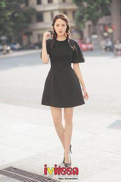 Thời trang dạo phố quyến rũ, thanh lịch của á hậu Hoàng Anh - http://www.iviteen.com/thoi-trang-dao-pho-quyen-ru-thanh-lich-cua-a-hau-hoang-anh/ Vẫn những gam màu quen thuộc như: đen, trắng, beige nhưng với cách phối hợp tinh tế đã giúp Á hậu Việt Nam 2012 trông trẻ trung, rạng rỡ hơn hẳn.  #iviteen #newgenearation #ivietteen #toivietteen  Kênh Blog - Mạng xã hội giải trí hàng đầu cho giới trẻ