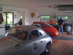 Garage - nice Porsche workshop