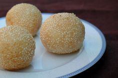 Les bánh cam (bánh = gâteau) (proche des bánh ran) sont une spécialité du Vietnam. Ce sont des boules de riz gluant recouvertes de graines de sésames et fourrées à la pâte de soja. Les bánh cam possèdent un équivalent chinois appelé Jin deui et indonésien...