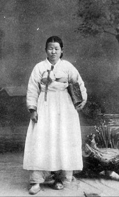 Old Pictures, Old Photos, Vintage Photos, Korean Traditional, Traditional Fashion, Ang Lee, Drama Film, Feature Film, Folklore