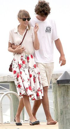 Taylor Swift and Conor Kennedy in Hyannis Port Ahhhh :)